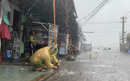 Bão số 6 Nakri: Bình Định bắt đầu mưa, dân khẩn trương giằng chống mái nhà