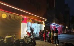 Người dân xếp hàng từ 5h sáng để mua vàng ngày Thần Tài