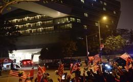 Đoàn siêu xe The Beast đưa Tổng thống Trump về khách sạn JW Marriott qua cửa bếp