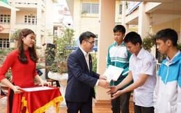 """Nam A Bank """"Nâng bước đến trường – Thắp sáng tương lai"""" cho học sinh dân tộc và học sinh khó khăn vùng biển đảo tỉnh Quảng Ninh"""