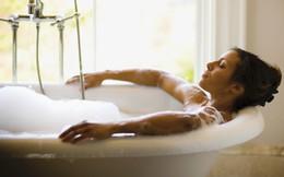 """Đi làm về mệt mỏi cũng đừng vội vã tắm nhanh: Chỉ 15 phút """"thiền tắm"""" nhưng mang lại hiệu quả cực kỳ thư giãn, bạn đã thử qua chưa?"""