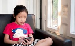 Con quấy khóc, bố mẹ cho chơi ngay smartphone: Đừng vì vài phút nhàn rỗi mà hủy hoại một đứa trẻ còn chưa kịp lớn!
