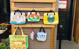 Túi xách từ vỏ bao cám heo, vịt của Việt Nam được yêu thích ở Nhật