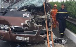 Xe khách tông nhau với xe quét rác trên cao tốc Pháp Vân-Cầu Giẽ, 10 người bị thương