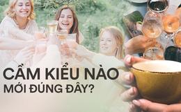 Uống trà, cà phê hay rượu vang nhiều, các nàng đã biết cách cầm cốc đúng cách sao cho thanh lịch chưa?