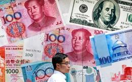 """Lý do thực sự khiến Trung Quốc bất ngờ """"thả trôi"""" nhân dân tệ khỏi cột mốc đã duy trì suốt 10 năm nay"""