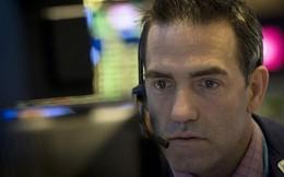 Cổ phiếu ngành ngân hàng đồng loạt trượt dốc, Dow Jones có lúc giảm gần 600 điểm
