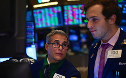 FED giảm lãi suất, Dow Jones có lúc mất 200 điểm vì triển vọng mịt mù nhưng xanh nhẹ cuối phiên