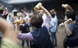 Sợ vỡ quỹ hưu trí, người Nhật Bản đổ xô mua các sản phẩm tài chính cho tuổi nghỉ hưu