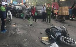 """""""Xe điên"""" tông nhiều xe máy, ô tô trên phố Hà Nội, cụ bà bán hàng rong tử vong tại chỗ"""