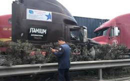 Clip: 2 xe container tông trực diện sau khi 1 chiếc cuốn phăng dải phân cách, nam tài xế mở cửa lao ra ngoài thoát thân