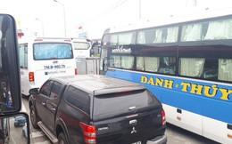 Trạm thu phí BOT Ninh Lộc trên Quốc lộ 1 tê liệt vì tài xế dừng xe