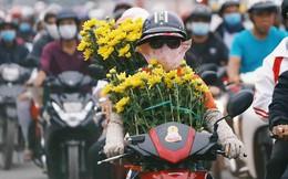 Kết thúc ngày làm việc cuối cùng của năm cũ: Người người vượt khói bụi kẹt xe, hân hoan về quê ăn Tết