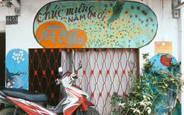 Ông giáo về hưu mang đến những bức tranh mùa xuân mới trong con hẻm nhỏ bình dị ở Sài Gòn