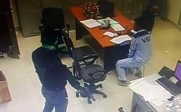 Bắt 2 kẻ dùng súng cướp 2,2 tỷ ở trạm BOT Dầu Giây