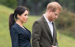 Tạp chí Mỹ gây sốc khi tuyên bố Nữ hoàng Anh yêu cầu Meghan và Harry phải rời khỏi Cung điện hoàng gia vì điều này