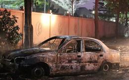 Tài xế tập lái lao xe vào đống rác, xe du lịch bốc cháy dữ dội