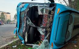 Xe khách và xe tải tông thẳng vào nhau, 40 hành khách kêu la thảm thiết