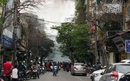 Hà Nội: Cháy nhà trên phố cổ Hoàn Kiếm, người dân hoảng loạn tháo chạy ra đường