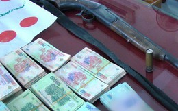 Khởi tố vụ đánh bạc hơn 1 tỉ đồng, có cả súng với đạn đã lên nòng