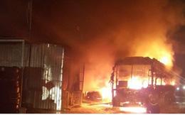 Ảnh: Hiện trường xe khách bốc cháy dữ dội trên Quốc lộ 1A