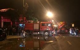 Nhiều người mắc kẹt trong cửa hàng bốc cháy dữ dội ở Hà Nội