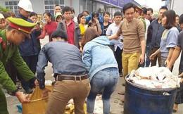Gần 1000 công nhân bỏ cơm trưa nghi thức ăn có mùi lạ: Sự việc chưa từng có trong tiền lệ