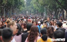 Ảnh: Phố đi bộ Hồ Gươm đặc kín người trong ngày nghỉ lễ giỗ Tổ Hùng Vương