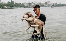 Hà Nội oi nóng ngộp thở, nhiều người mang theo cả thú cưng ra Hồ Tây tắm bất chấp biển cấm