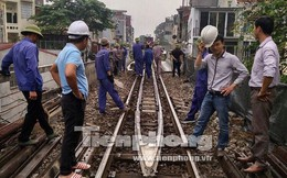 Cận cảnh đục thông vòm cầu đá 'trăm tuổi' trên phố Phùng Hưng