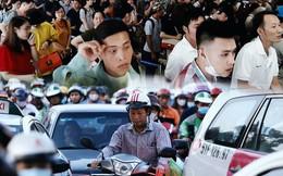 """Chùm ảnh """"khó thở"""" trước kỳ nghỉ lễ: Sân bay Tân Sơn Nhất ùn tắc từ ngoài vào trong"""