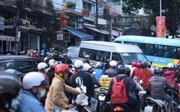 Chùm ảnh: Đà Lạt tắc cứng mọi ngả đường trong ngày đầu của kỳ nghỉ lễ 30/4