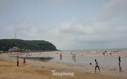 Biển Đồ Sơn vắng vẻ bất thường trong dịp lễ
