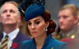 Cú sốc mới của Hoàng gia Anh: Công nương Kate rơi nước mắt vì bị em dâu Meghan cấm tiếp xúc với em bé Sussex