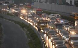 Người dân ùn ùn đổ về Thủ đô sớm do lo ngại tắc đường trong ngày nghỉ lễ cuối cùng