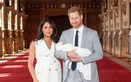 Vợ chồng Meghan chính thức xuất hiện, giới thiệu em bé Sussex cho người hâm mộ trên toàn thế giới
