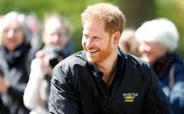 Sau 3 ngày lên chức cha, Hoàng tử Harry quay trở lại làm việc nhưng không quên thể hiện tình cảm dành cho con trai bé bỏng theo cách đặc biệt, tinh tế này
