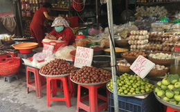Mận hậu giá rẻ bán ngập chợ Sài Gòn