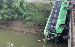 Xe khách lao xuống sông ở Thanh Hóa, nhiều thương vong