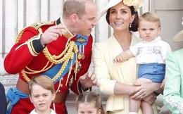 Lần đầu tiên xuất hiện công khai cùng gia đình, Hoàng tử Louis đã nhanh chóng đánh bật tất cả, trở thành nhân vật HOT nhất sự kiện