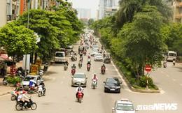 Ảnh: Xe ôm ế ẩm, taxi lên ngôi trong ngày Hà Nội nắng như đổ lửa
