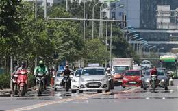 Người dân hãi hùng phơi nắng trên con đường nóng nhất Thủ đô