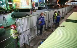 Quây rào tôn trên phố Trần Hưng Đạo để thi công nhà ga ngầm S12