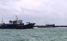 Chìm tàu chở 50.000 lít dầu tại cảng Phú Quý, nguy cơ tràn dầu
