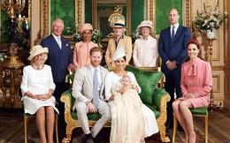 Cuối cùng, vợ chồng Meghan Markle cũng công khai ảnh rõ mặt con trai sau lễ rửa tội, người hâm mộ bất ngờ về vẻ ngoài của bé Archie