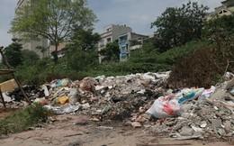 Ngổn ngang rác thải cạnh tuyến đường hàng chục tỉ đồng vừa mới xây