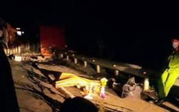 Lật xe trên đèo Mang Yang làm 1 người chết, Quốc lộ 19 tê liệt