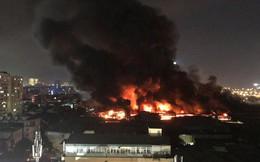 Hà Nội: Đang cháy ngùn ngụt tại nhà máy phích nước Rạng Đông