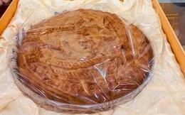 Bánh trung thu siêu to khổng lồ, nặng 4kg, cả nhà ăn không hết