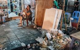 """Trung thu đi qua để lại bãi rác """"siêu to khổng lồ"""" ở khu chợ truyền thống Hà Nội"""